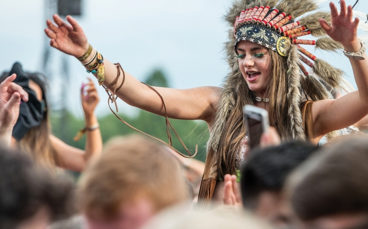 2015_41_glastonbury_headdress